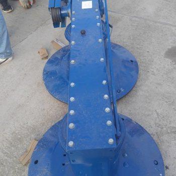 Latime de lucru: 165 cm Capacitatea de lucru : 1,7 ha/h Talere : 2 Cutite: 6 Viteza de rotatie a utilajului: 2070/min Putere tractor minim necesara: 40 cp Masa: 420 kg